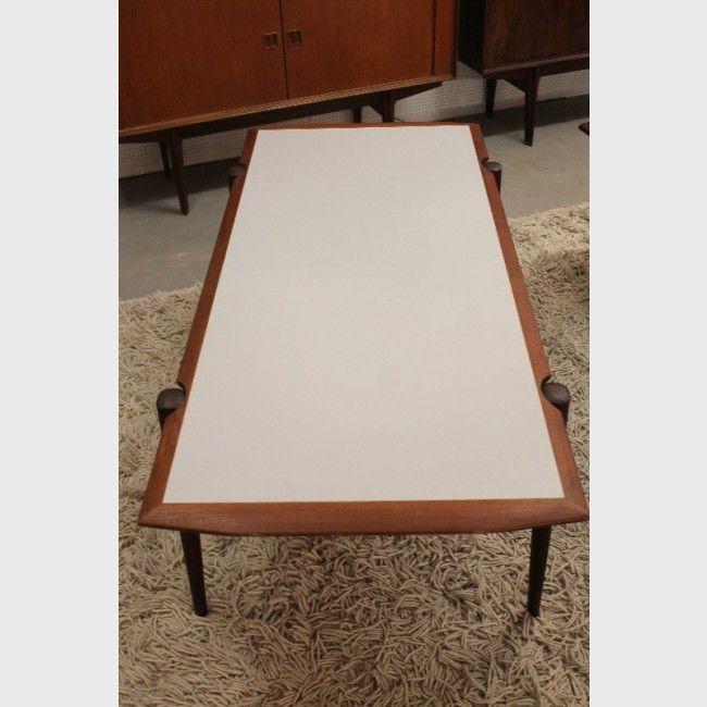 Table Basse En Bois Avec Plateau Reversible Table Basse Table Basse Bois Table