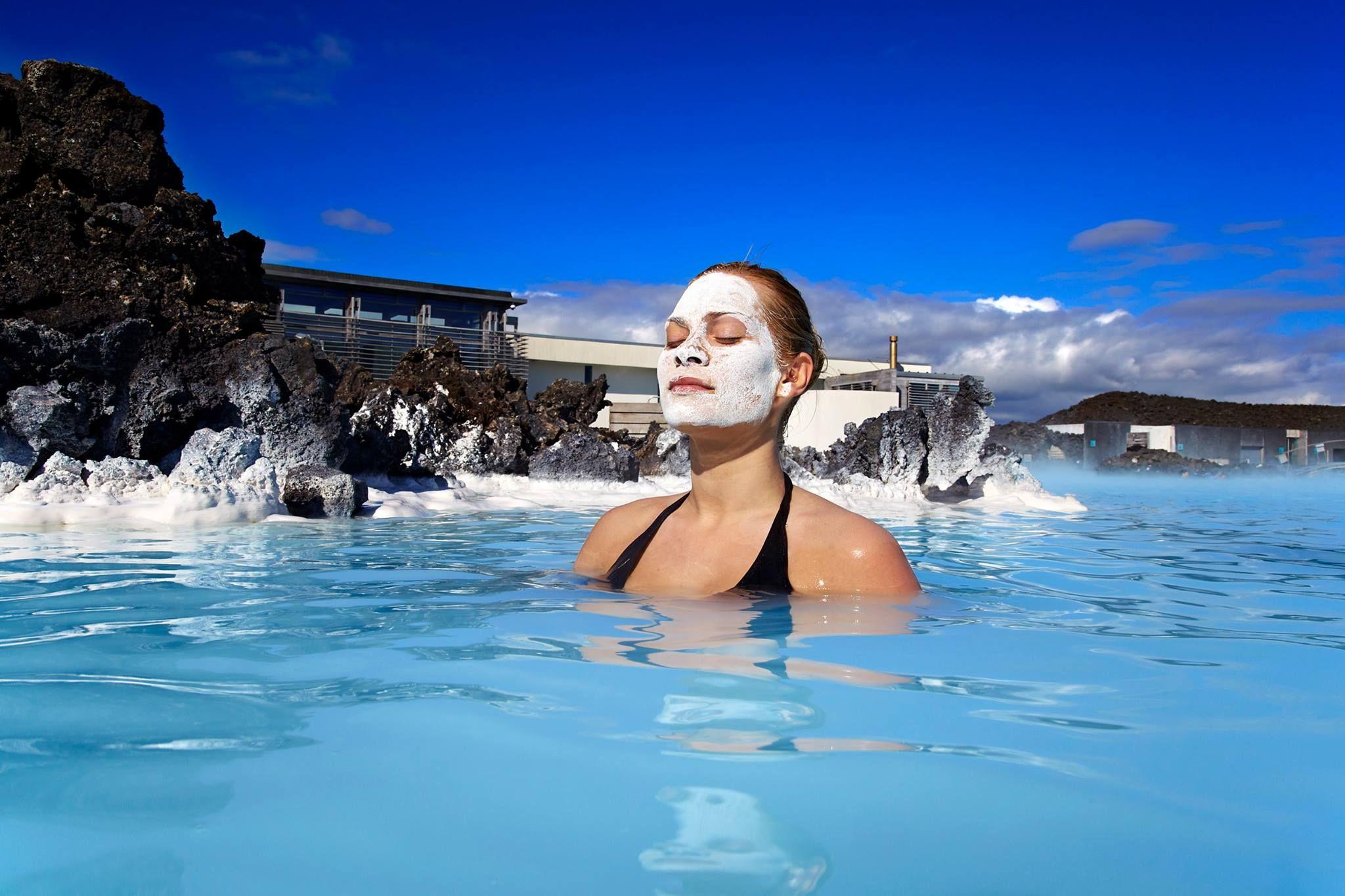 """Tag med og oplev Island, Hot og Intensiv! Rejsen inkuderer fly, hotel, morgenmad, Den Blå Lagune, Islands højdepunkter """"Den Gyldne Cirkel"""" og transfers..."""