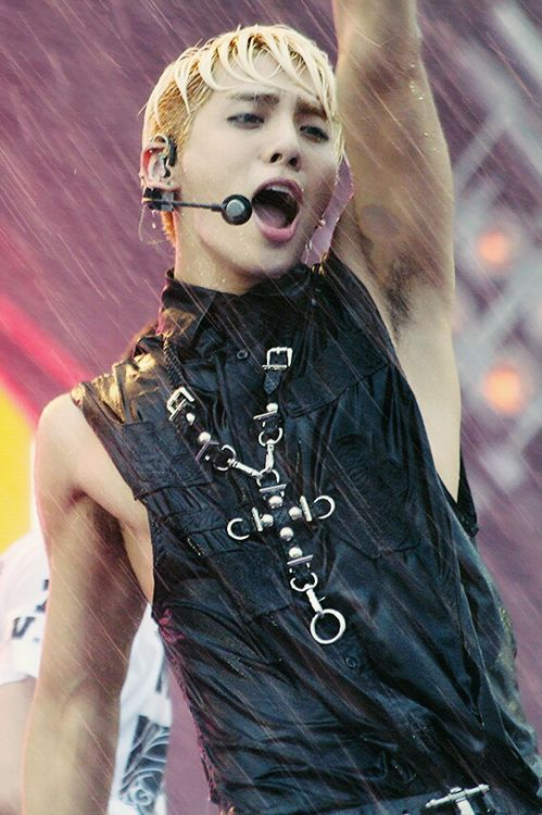 Jonghyun I Think Idols Soaking Wet May Be Hotter Than Shirtless Shinee Shinee Jonghyun Jonghyun
