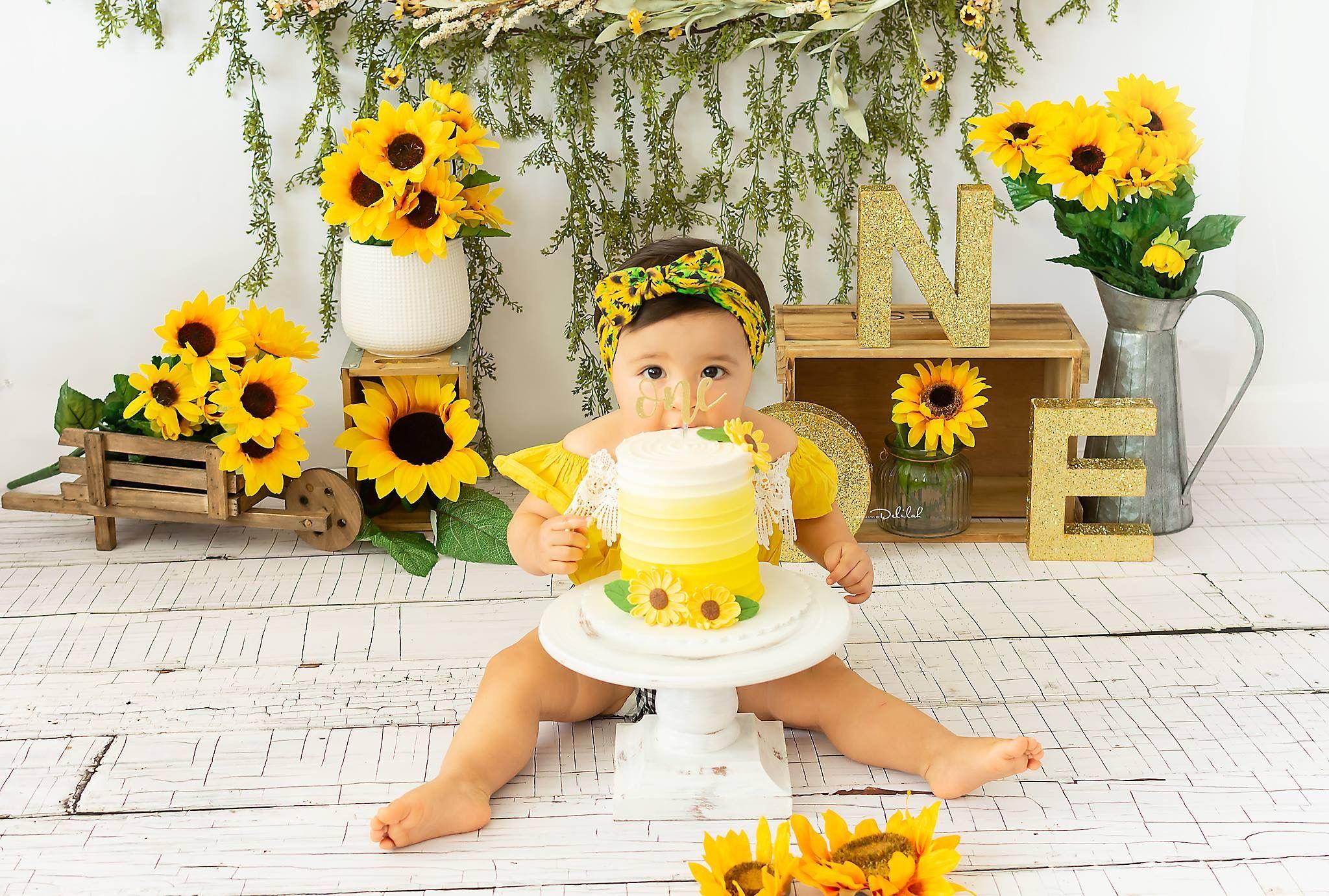 Sunflower Theme Cake Smash #sunflowers #firstbirthday