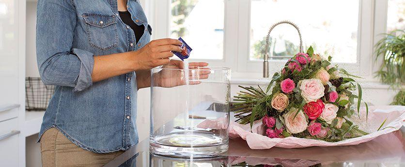 Trucos Para Conseguir Que Tu Ramo De Flores Dure Más Tiempo Y Especialmente En Verano Con Las Altas Temperaturas Ramos De Flores Flores Trucos
