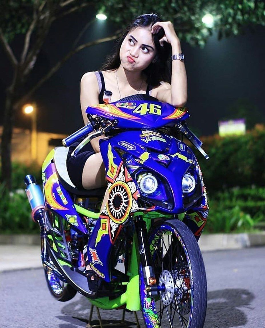 Gambar Mungkin Berisi Satu Orang Atau Lebih Sepeda Motor Dan Luar Ruangan Ragazza Motociclista Motociclisti Ragazza