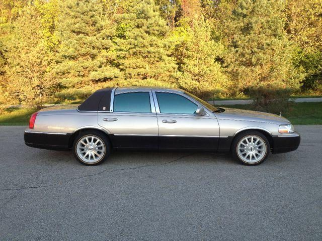 2003 Lincoln Town Car Signature Series Champagne And Black