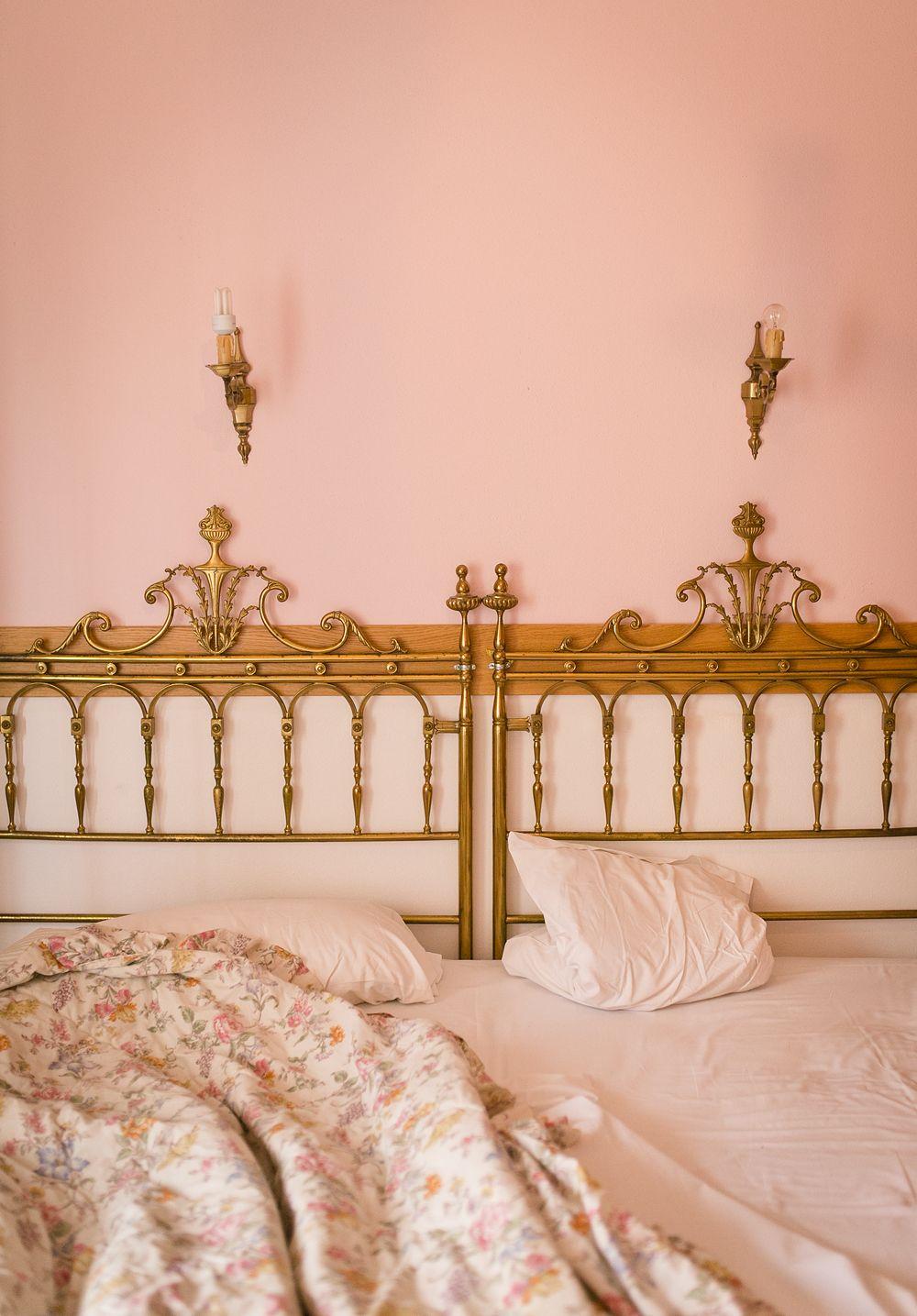 Vackert slitna fasader och romantiska gränder i Verona