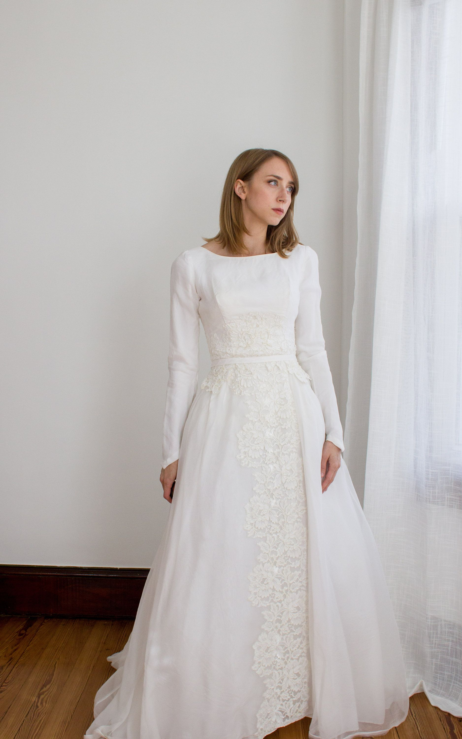 Vintage 1950's long sleeve chiffon wedding gown / lace