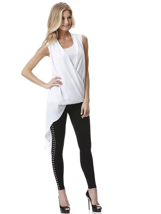 I love this outfit! #pearls #leggings
