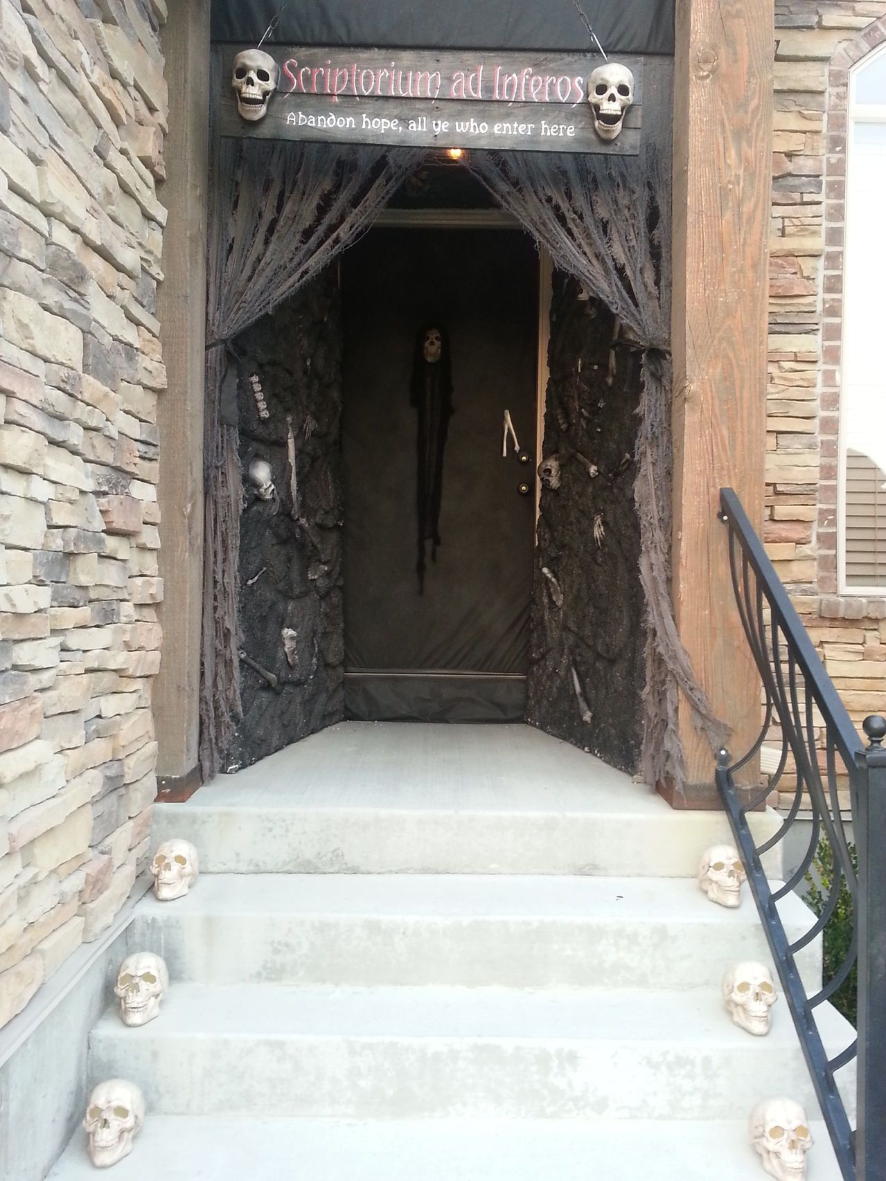 Static Halloween Front Doors - Page 10 hallowen Pinterest - Front Door Halloween Decoration Ideas