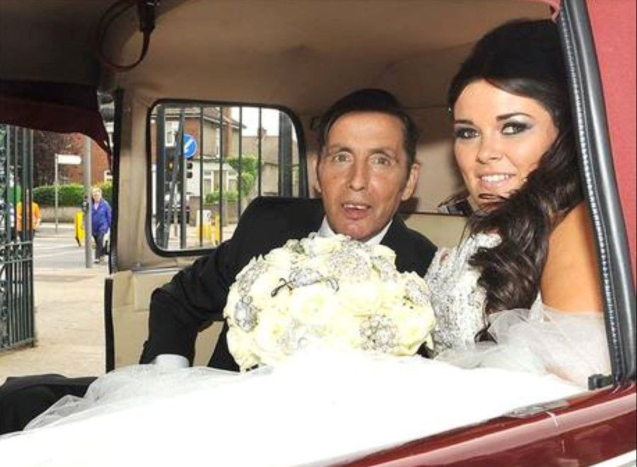 Reserve Our Stylish Limo For Your Upcoming Wedding Get All Comforts And Amenities Book Now Wedding Car Hire Wedding Car Irish Wedding