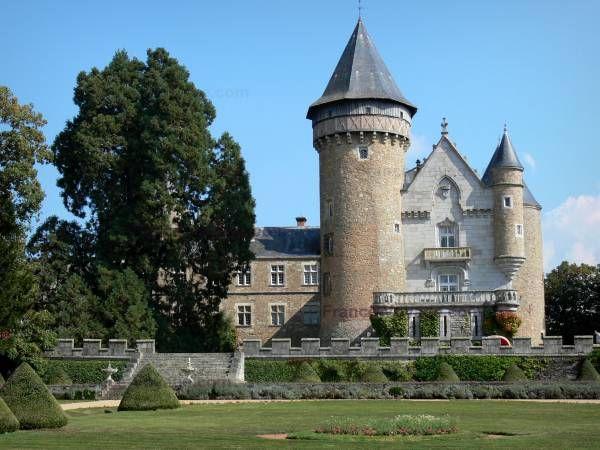 Chateau De Busset Jardin A La Francaise Tour D Orion Et Corps De