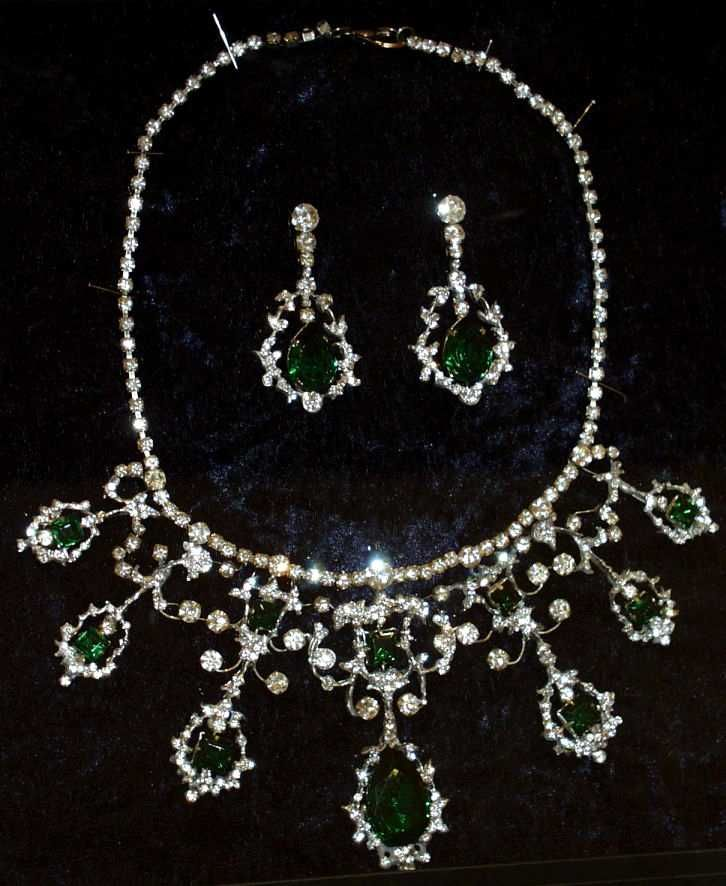 emerald earrings and necklace owned by Queen Victoria  (Captions by Ashley Hedges)