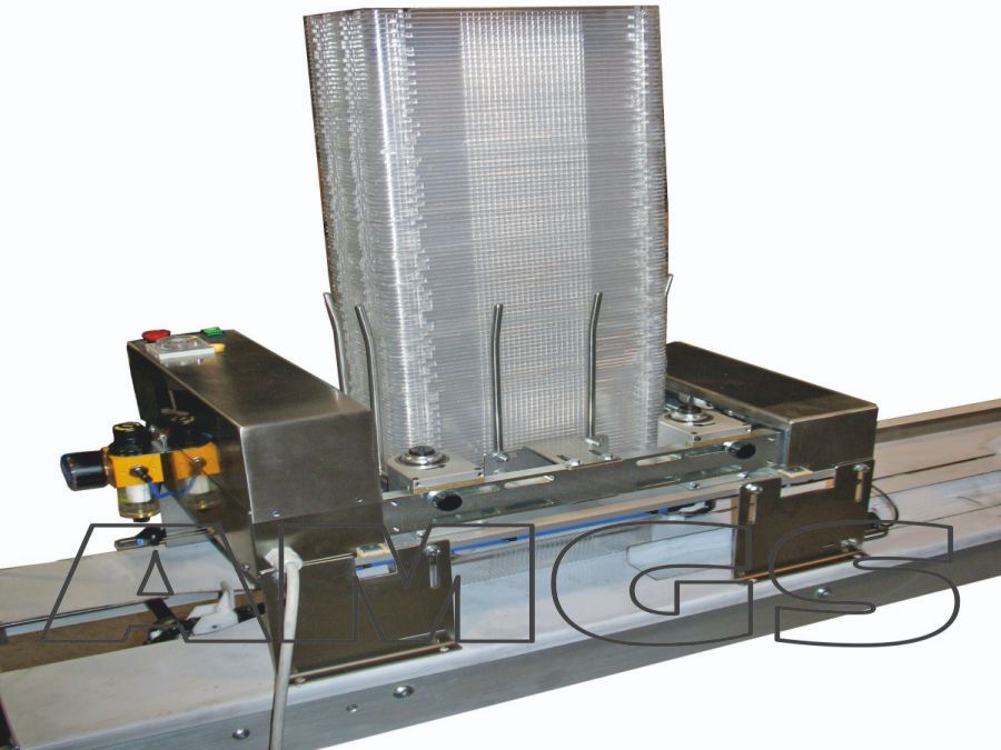 TRAY DENESTER: The tray denester is manufactured to be connected to a conveyor belt and it is used for food industry. #traydenester #packaging #packagingmachines #packagingaccessories #disimpilatore #confezionamento #macchineconfezionatrici #accessoriperconfezionamento #amgssas