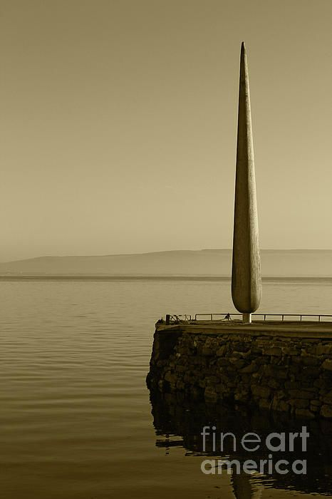Fid Monument Moville Donegal Tint By Eddie Barron