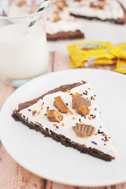 Butterfinger Brownie Pizza (Halloween Candy Recipe) - Fake Ginger ...