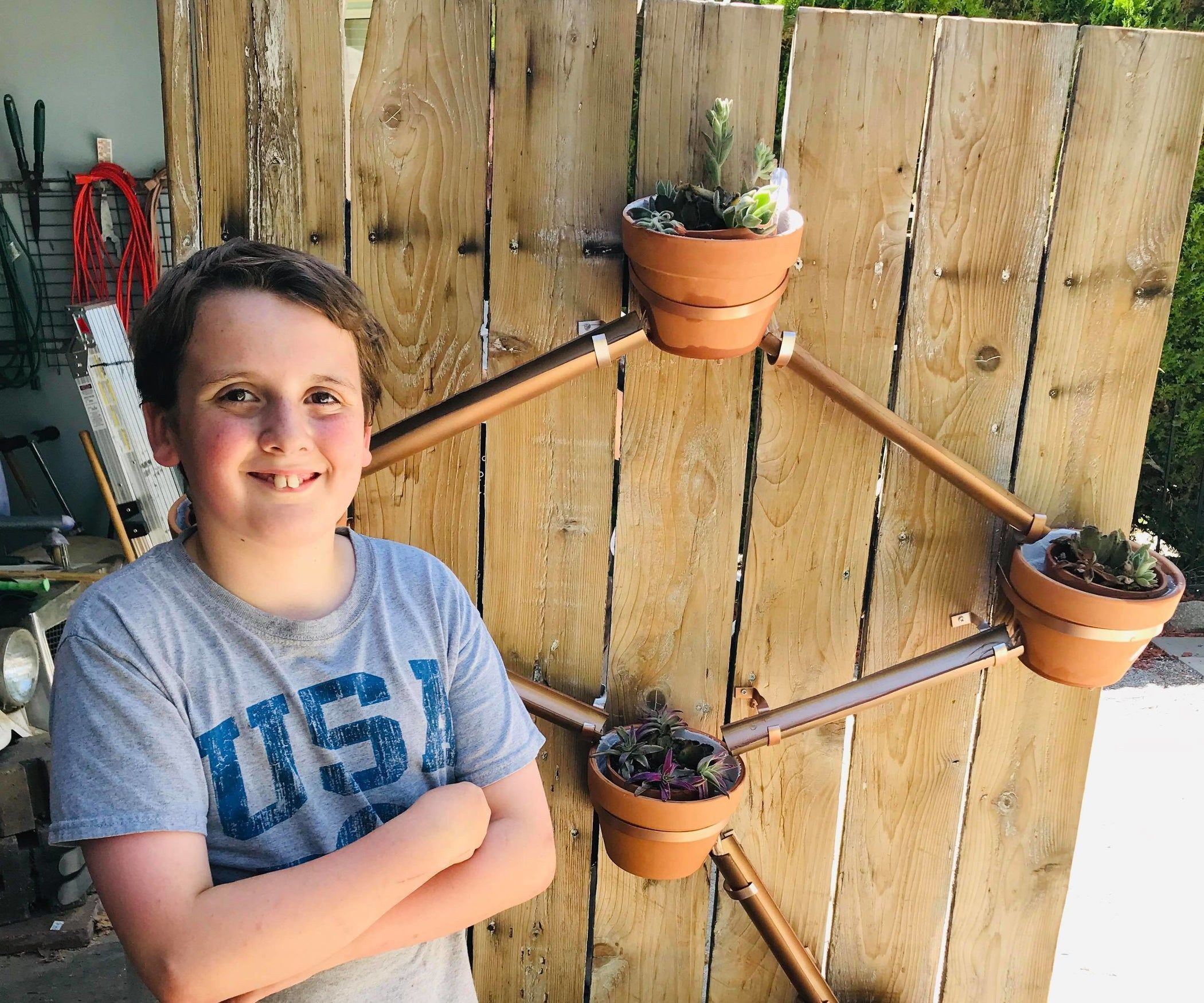 Circulating self watering vertical planter with images