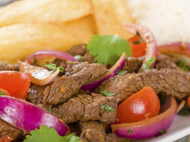 Uno de los platos bandera de la gastronomía peruana es el lomo saltado. Para muchos amantes de la cocina, lograr que quede delicioso y jugoso es todo un dilema.