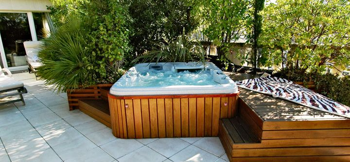 le bien tre d un spa en terrasse idee deco home pinterest spa jacuzzi and hot tubs. Black Bedroom Furniture Sets. Home Design Ideas