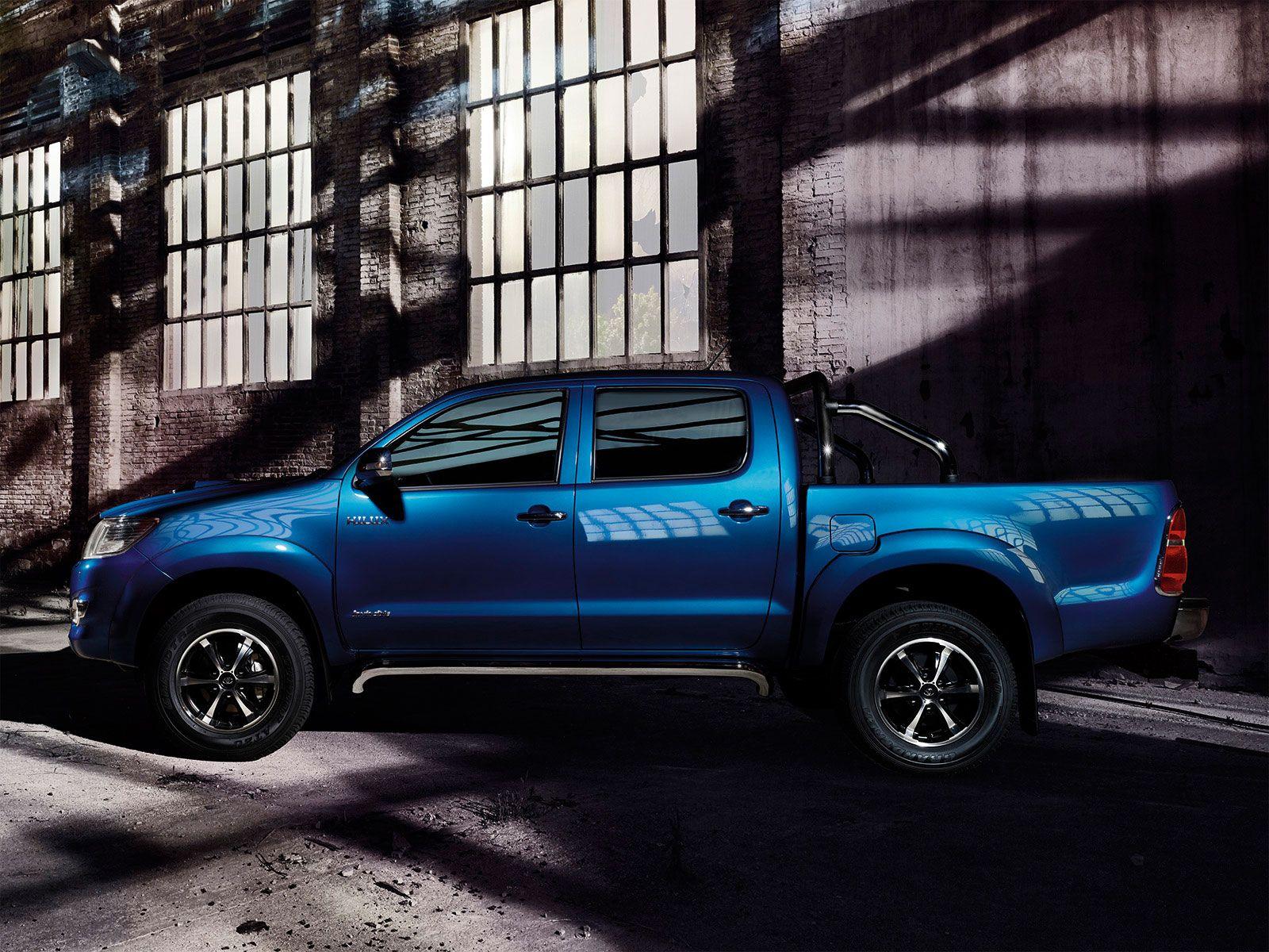 Toyota hilux legendarisk pickup toyota sverige