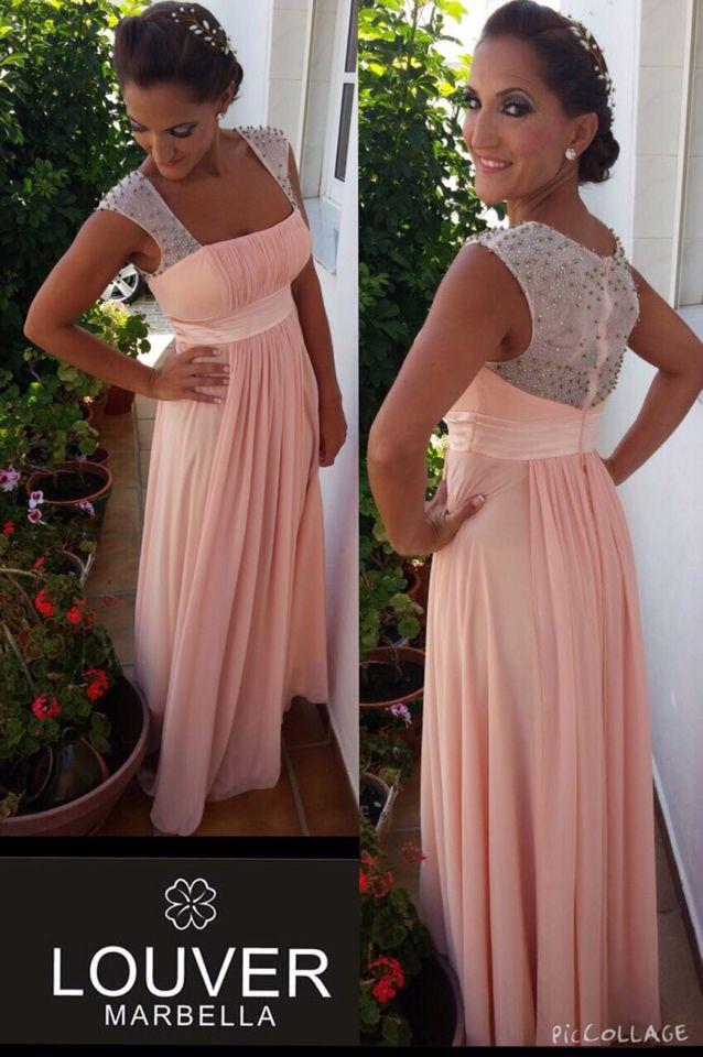 Preciosa Vanesa con vestido largo de aire romántico en color rosa palo, corte debajo del pecho y delicada y elegante espalda de pedrería!! Espectacular!!