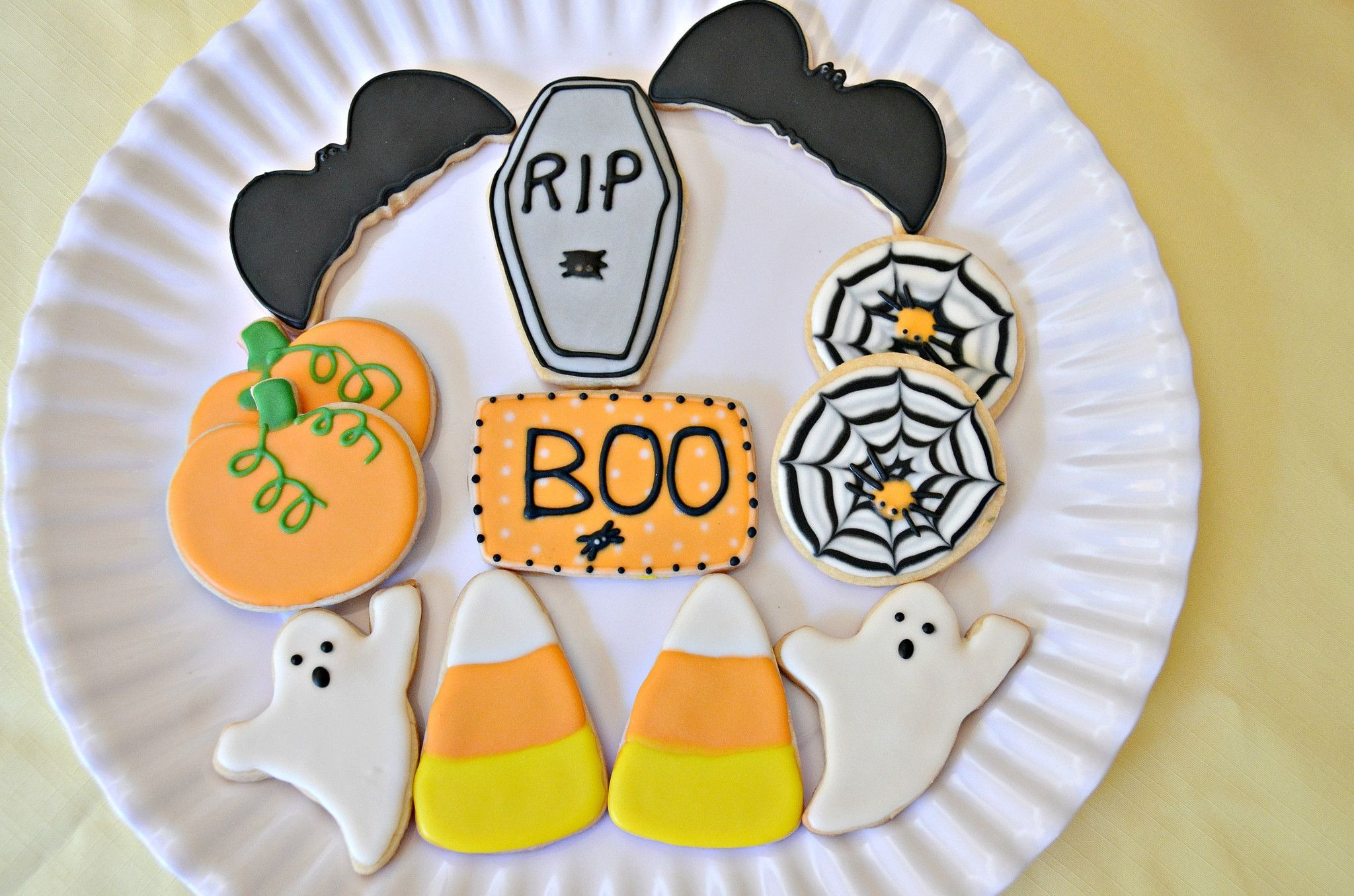 Send a spooktacular gift this Halloween! Our custom cookies include
