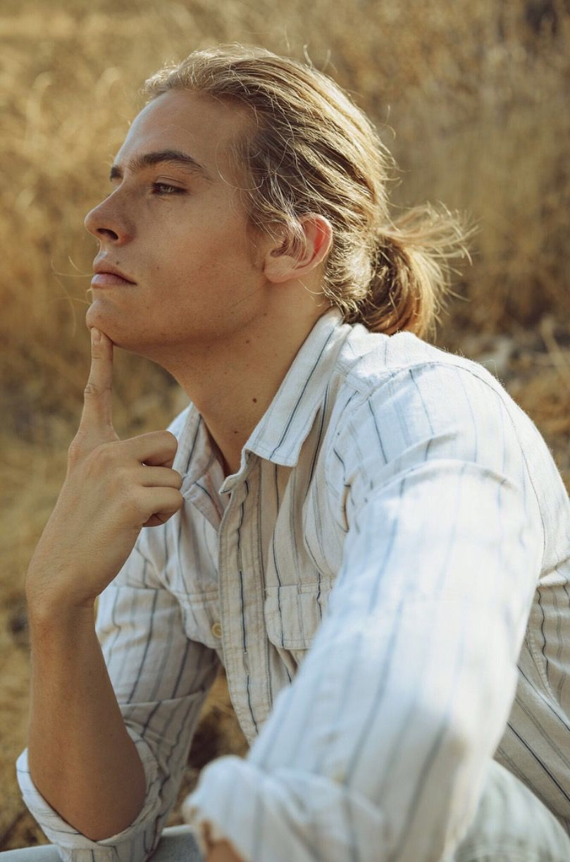 Pin By Skye Ludbrook On M Dylan Sprouse Long Hair Styles Beautiful Men