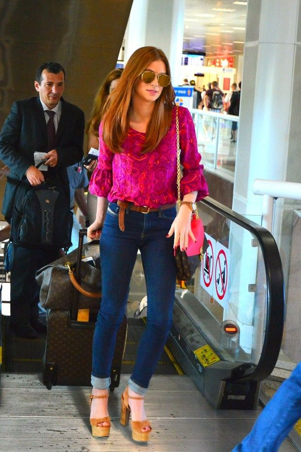 b3fd47eda Look do dia  Marina Ruy Barbosa combina jeans com rosa-choque ...