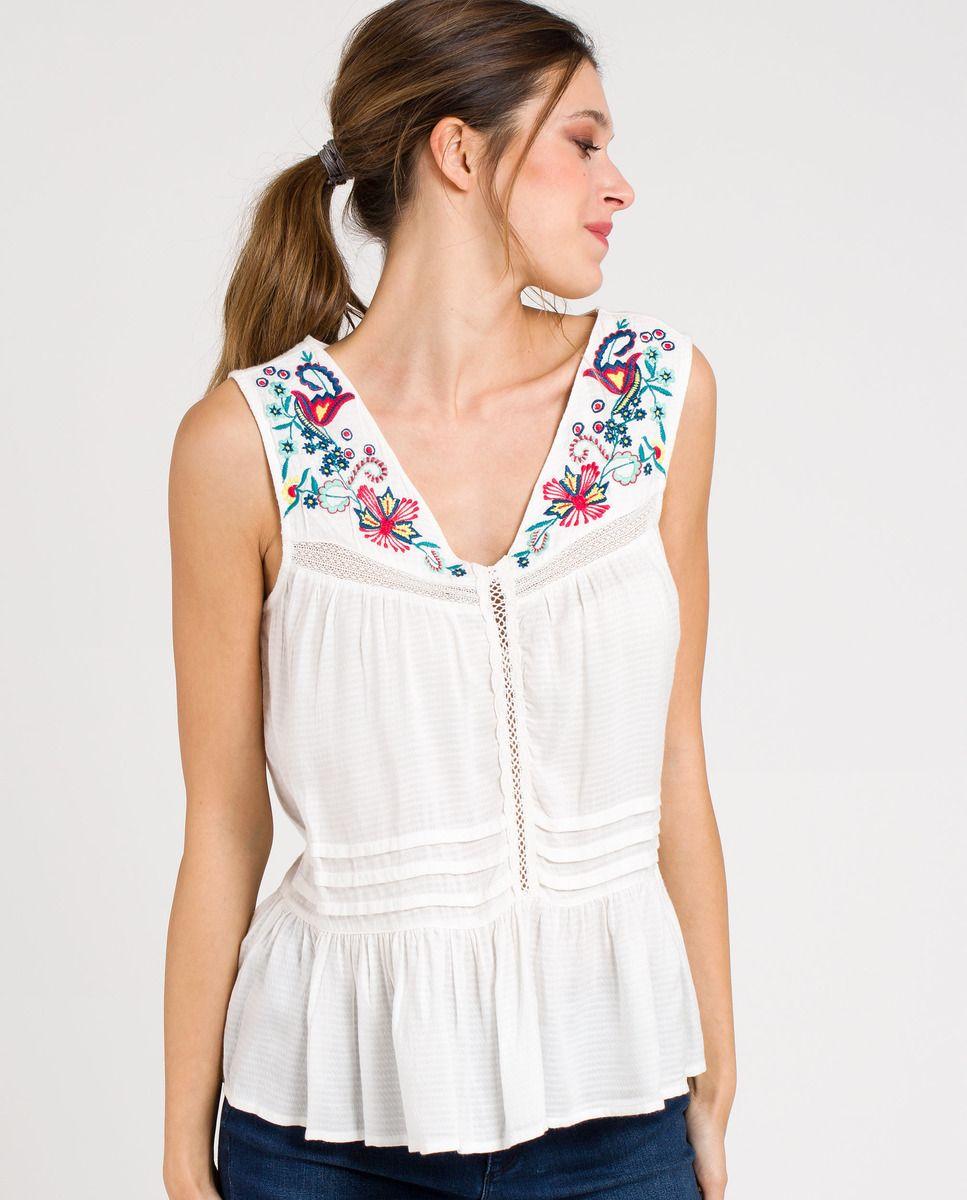 Blusa de mujer Naf Naf sin mangas con bordados | Naf Naf