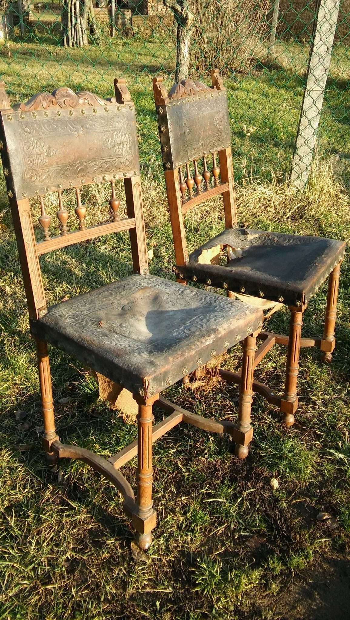 Csodás antik ónémet diófa szék mintás szegekkel,mintás