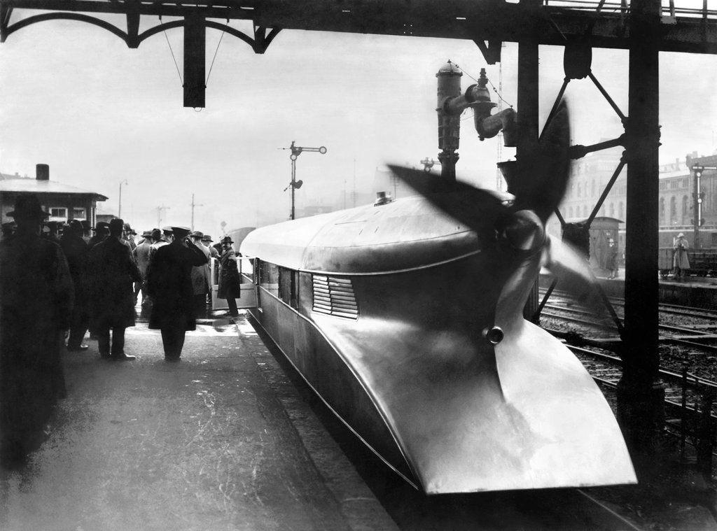 """Experimental """"Zeppelin on wheels"""" in 1939"""