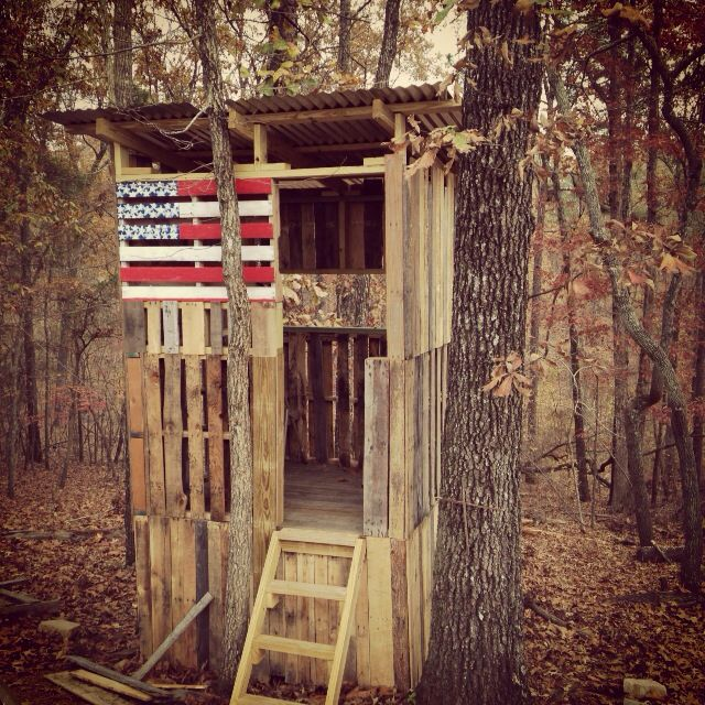 Our pallet treehouse love for the home pinterest for Pallet tree fort