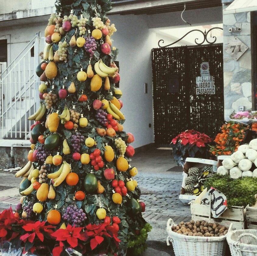 Siamo alla FRUTTA 😉 Happy Holidays 🎊 HAPPY NEW YEAR Tanta Frutta tanta Salute Complimenti fruttivendolo! fruit tree  #thatswhysicily