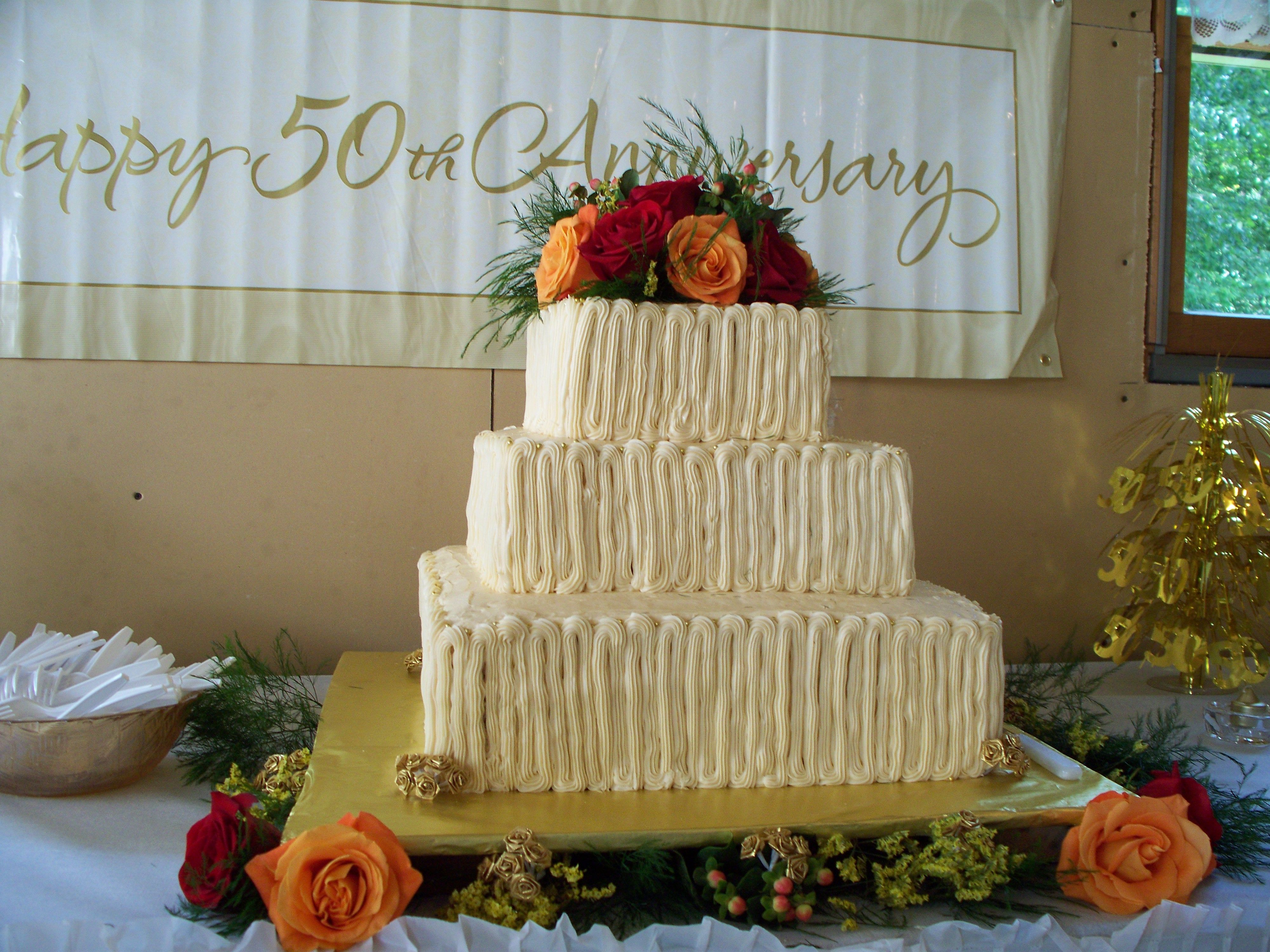 Nice anniversary cake idea using carrot cake cream cheese nice anniversary cake idea using carrot cake cream cheese frosting and fresh flowers negle Image collections