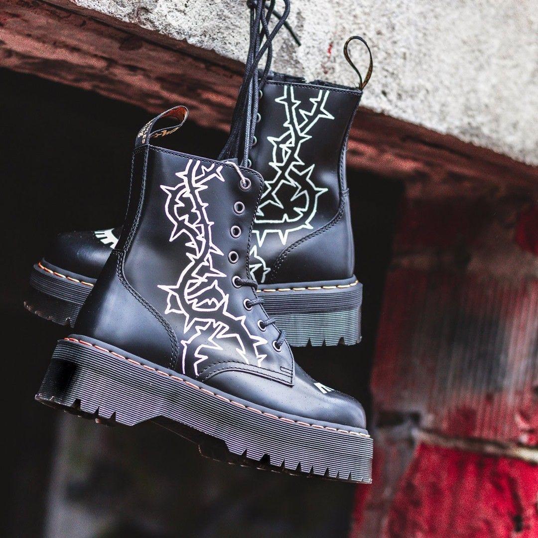 Licytacja Zamow Customizowana Pare Dr Martens I Wyroznij Sie Z Tlumu Link Do Licytacji Znajdziesz W Naszym Bio Customsho Cowboy Boots Shoes Boots