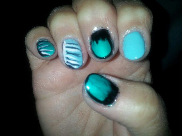 Mom did her nails