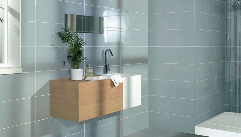 Revestimientos cer micos para el dise o de cuartos de ba o con un estilo cl sico y funcional - Revestimientos para duchas ...