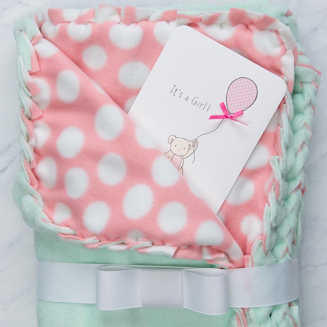 Nosew fleece blanket put water resistant diaper pad between
