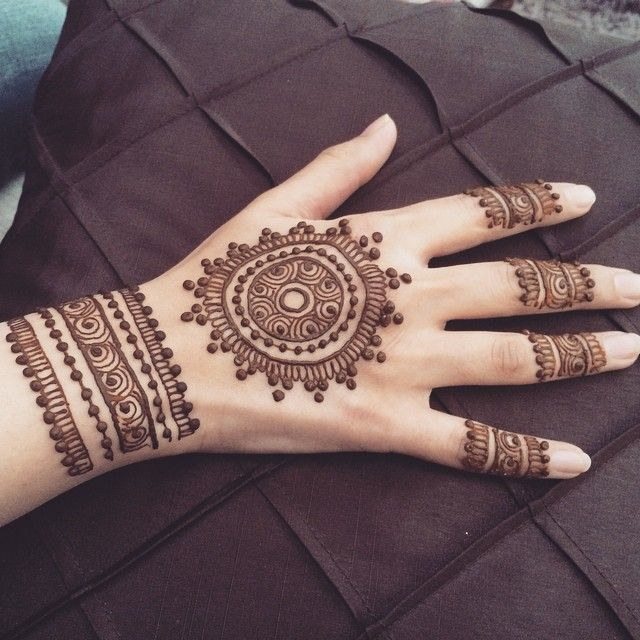 Beginner Mandala Mehndi/Henna design idea | Mehndi designs for hands,  Latest mehndi designs, Mehndi designs