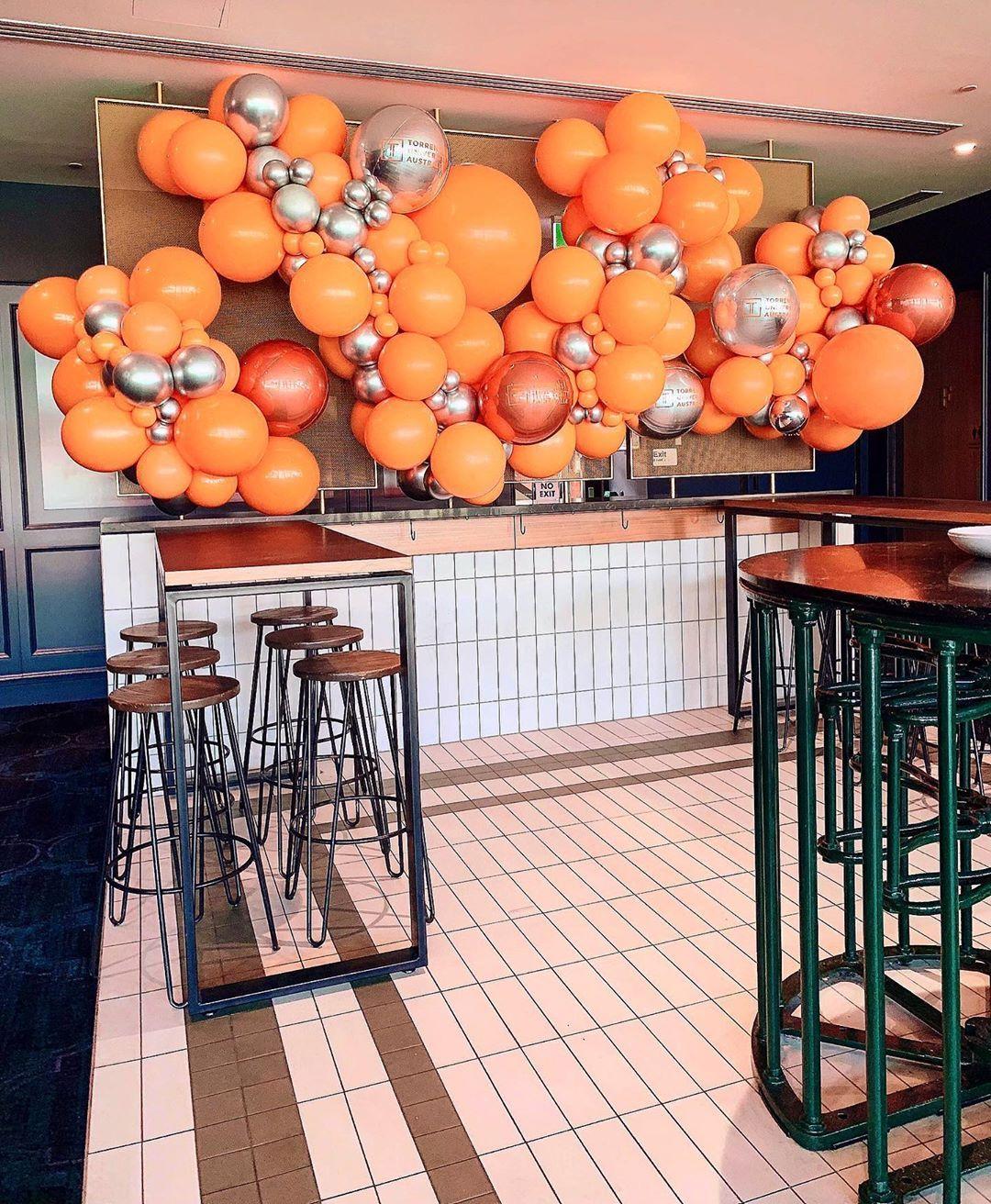 "ᵀᴴᴱ ᴸᴵᵀᵀᴸᴱ ᴮᴵᴳ ᴮᴬᴸᴸᴼᴼᴺ ᶜᴼᴹᴾᴬᴺᵞ on Instagram: ""Orange is the happiest colour! 🍊 A creation for the @torrensuni event this evening 🔥🔥🔥 #LittleBigBalloonCo #corporateevents…"""