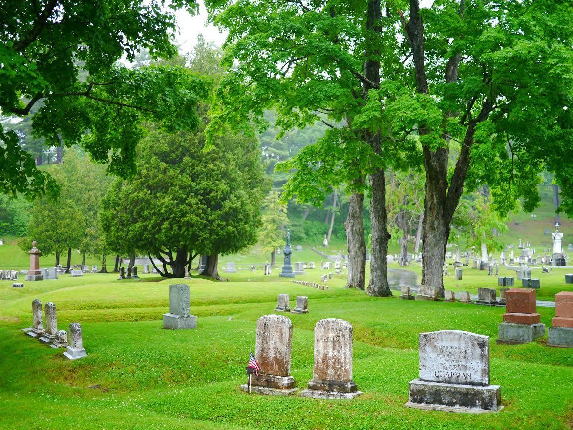 14 cimetières fascinants a travers le monde : le cimetière de Bangor aux Etats-Unis, la ville de Stephen King. Crédit Photo Arpenter le chemin