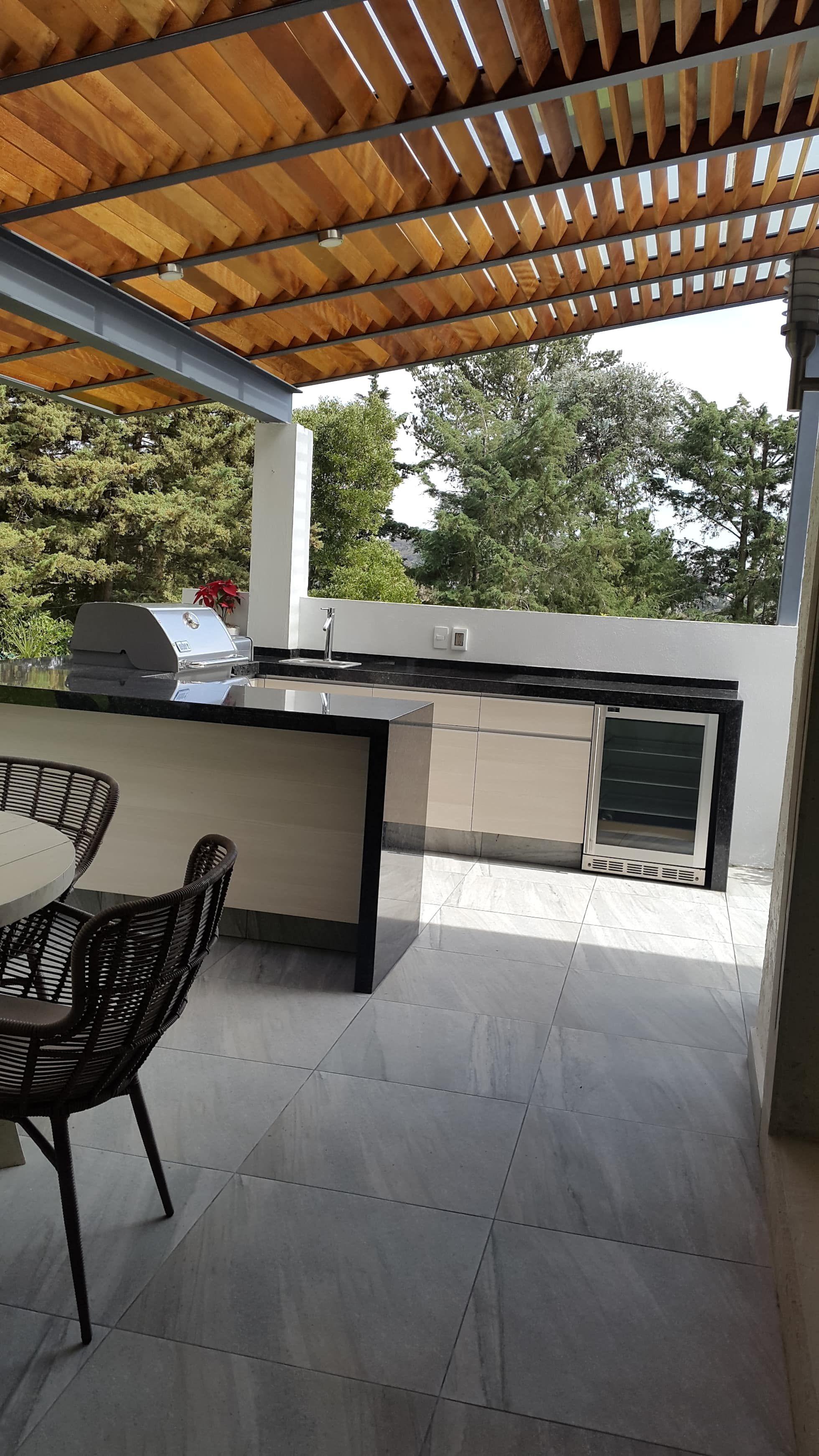 Capulín balcones y terrazas modernos de interiores silvana mccolgan moderno