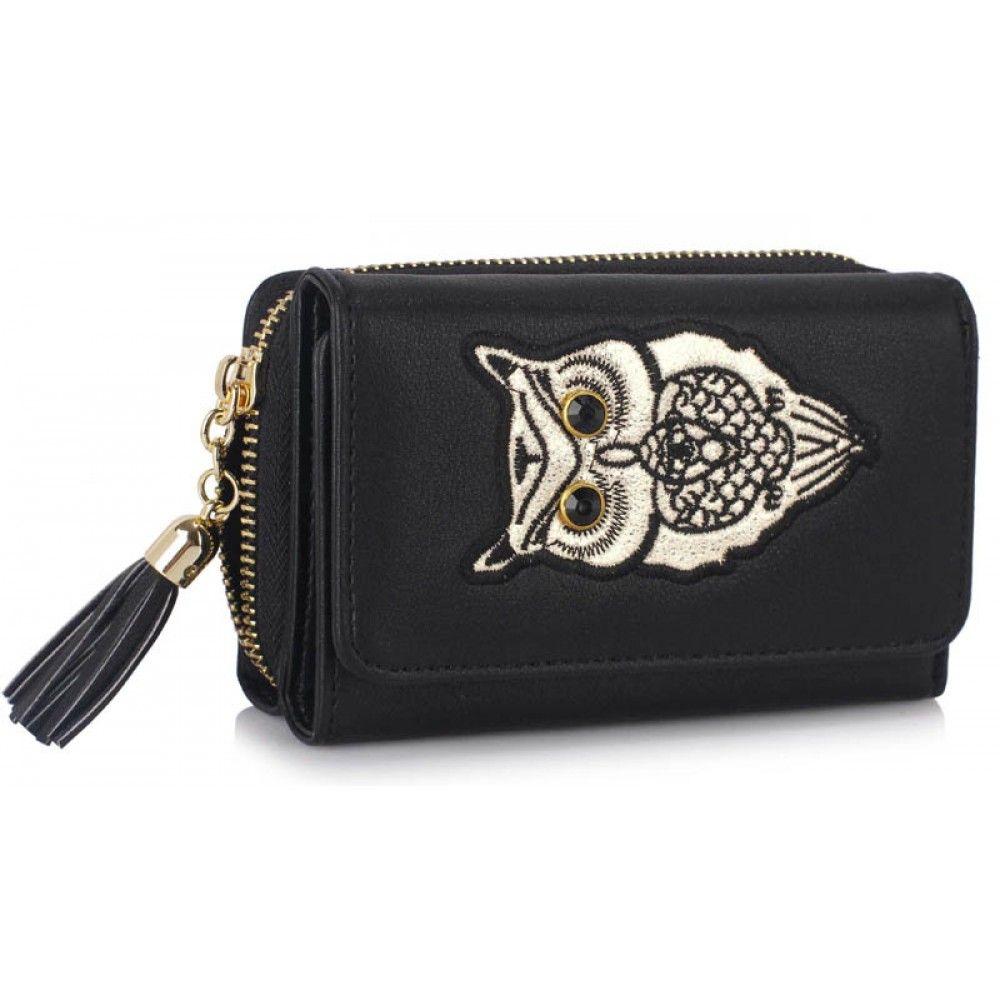 Barva peněženky  černá. Velikost 13.5 cm x 9 cm. Vnitřek  místo pro  platební karty f9ed69d9414