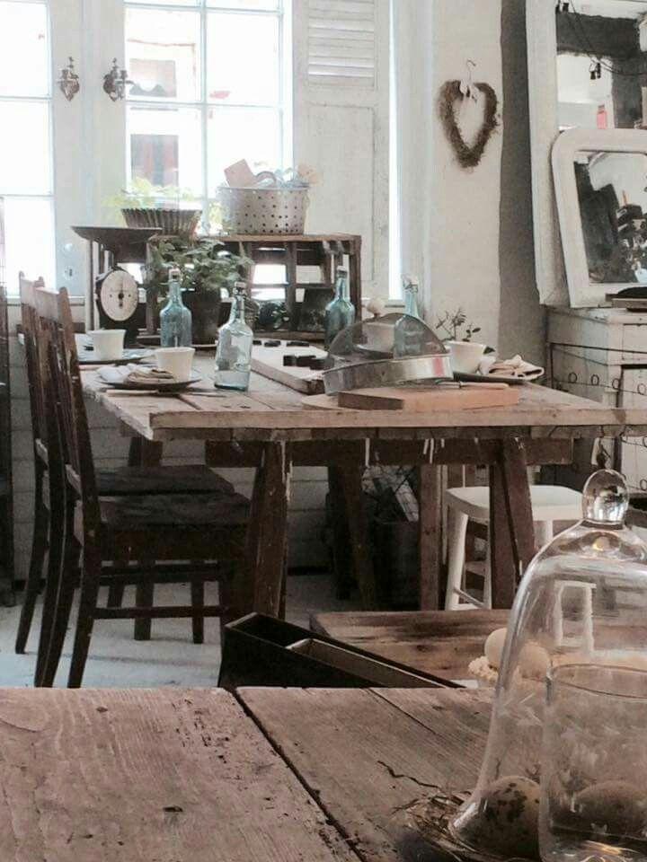 Old table, gammelt træ bord på bukke. Fransk landstil og vintage ...