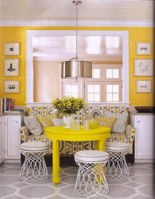 d coration int rieure cuisine salle manger coin repas jaune blanc classique l gant. Black Bedroom Furniture Sets. Home Design Ideas