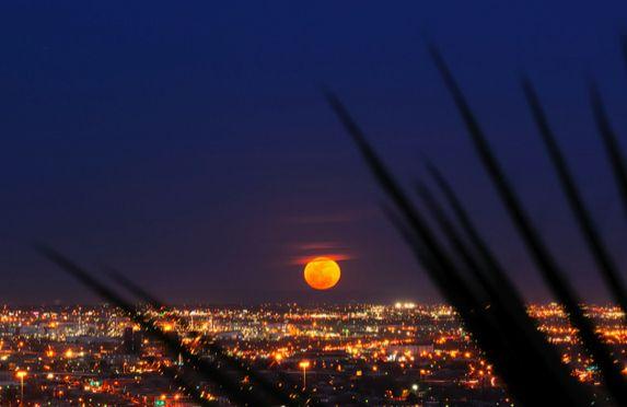 Supermoon (El Paso, Texas)