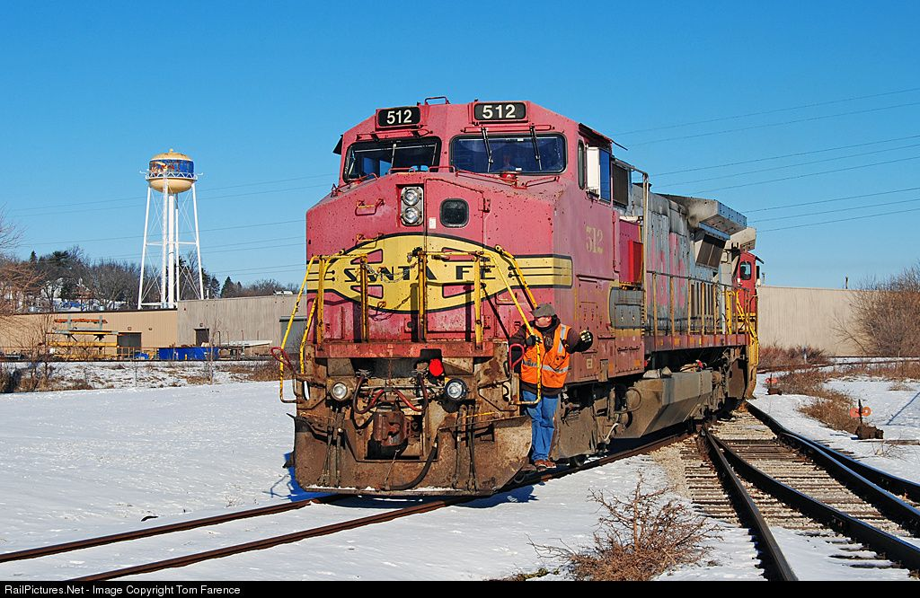 RailPictures.Net Photo: BNSF 512 Burlington Northern Santa Fe GE B40-8W (Dash 8-40BW) at Riverdale, Iowa by Tom Farence
