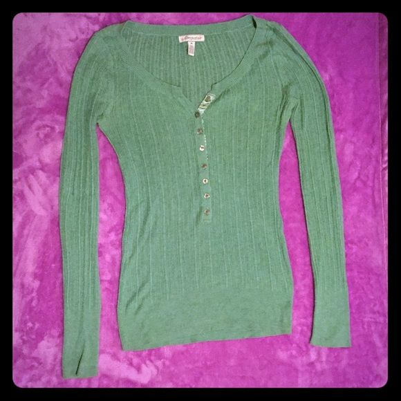 Aeropostale henley style shirt Aeropostale henley style shirt perfect for spring ! I would call it a sea green color. Great condition! Aeropostale Tops