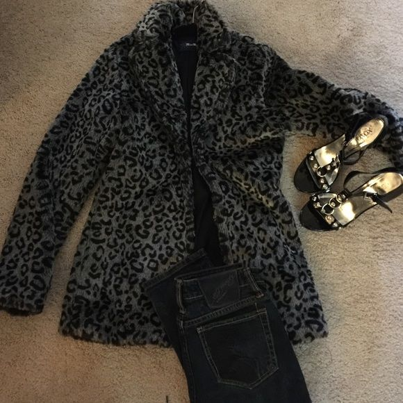 Miss Me faux fur leopard print coat EUC Miss Me faux fur leopard print coat, Size S EUC - can't tell it's been worn at all. Very plush and the fur is like brand new Miss Me Jackets & Coats