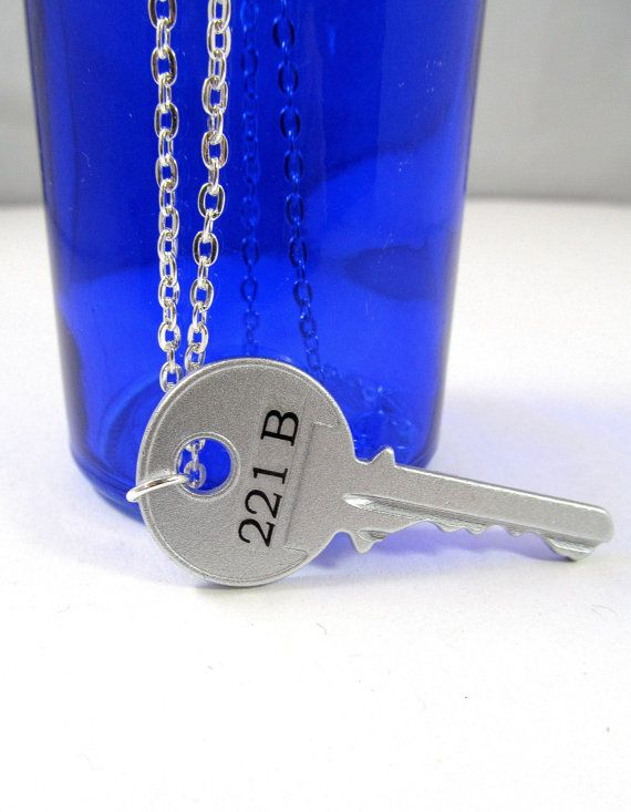 Sherlock Holmes Inspired Necklace 221B Key /& Magnifying Glass with Gift Bag