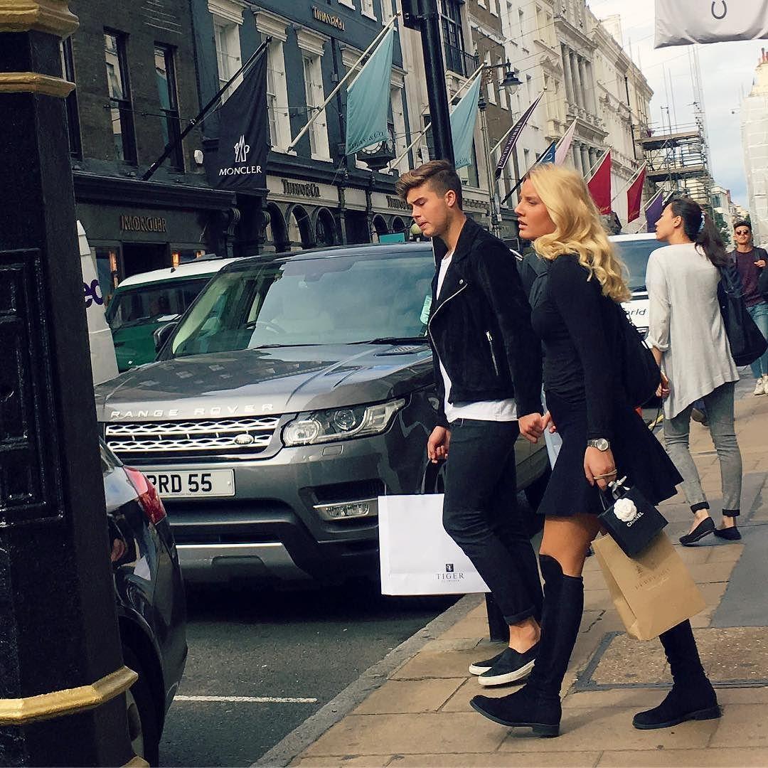 Mayfair Street Style! #streetstyle #mayfair #mayfairstreetstyle @london @troy_wise @5by5forever #london #londonstyle #ldn #fashionmeetsthestreets #iastreetstyle #streetsoflondon #style #fashion #fashionphotography #fashionblogger #streetphotography #humansoflondon #loveit #fashionable #uk #britishfashion #fall2016 #2016 #ia #candid #thisislondon #instalike #instafashion #instastyle #rickguzman #troywise