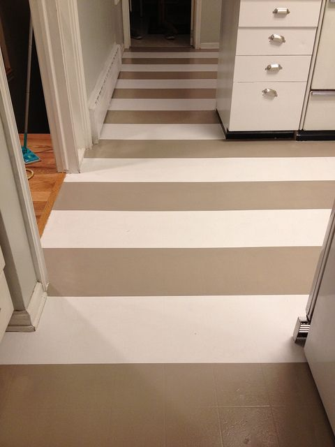 How to paint linoleum floors ideas s o s by jen for How to remove paint from linoleum