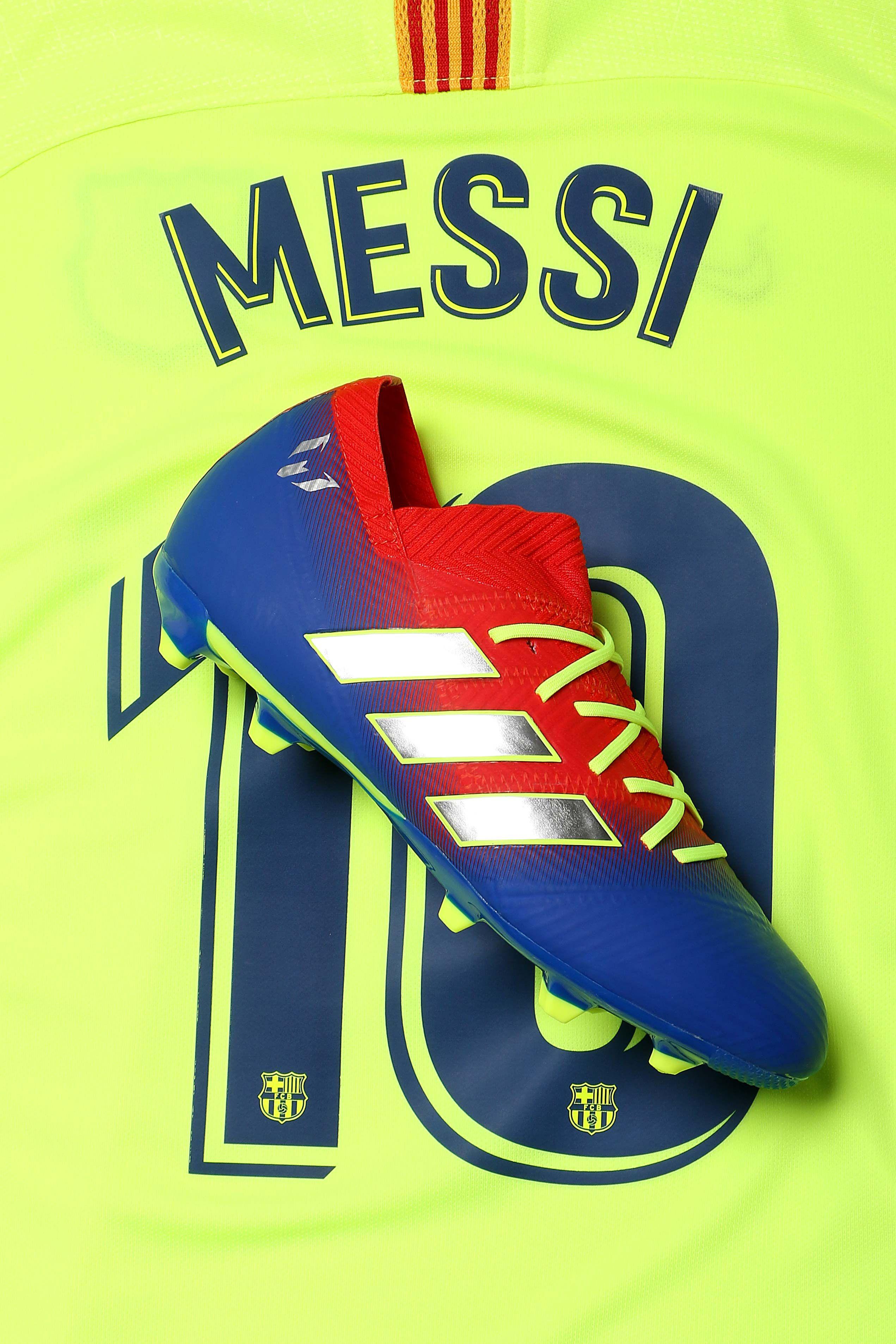 Las botas y zapatillas de Messi para niños están en  futbolmaniakids 806e1faff1e